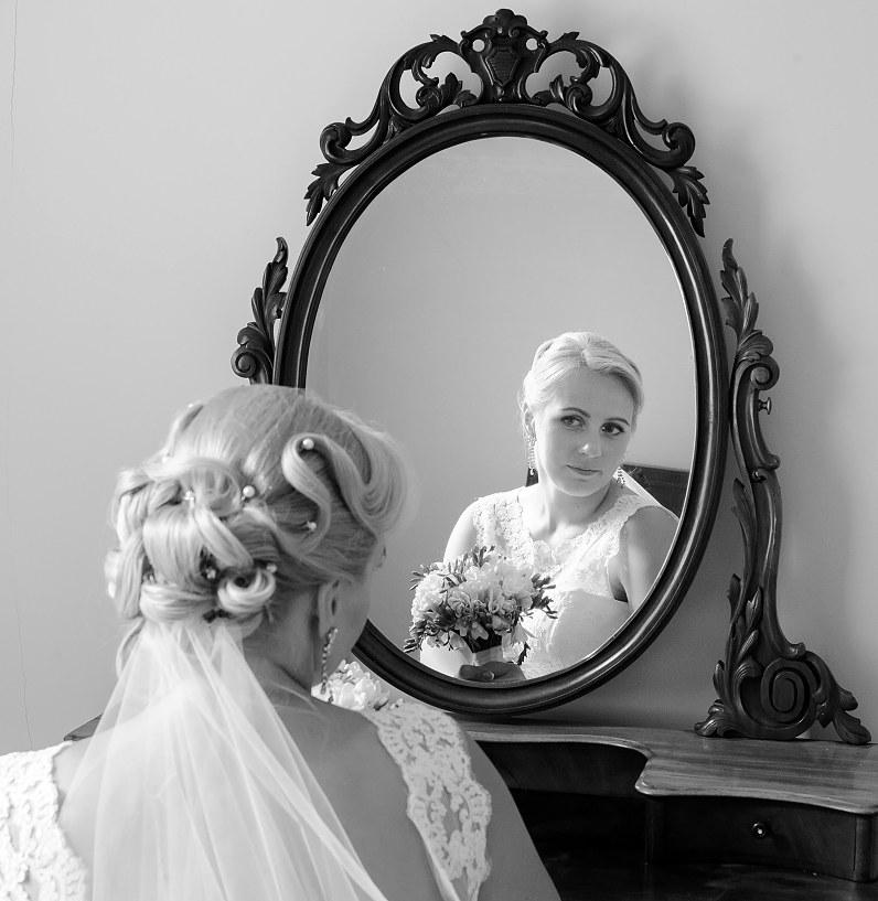 nuotaka prie veidrodžio