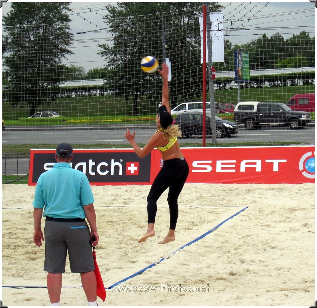 BEACH VOLLEYBALL JUMP SERVE