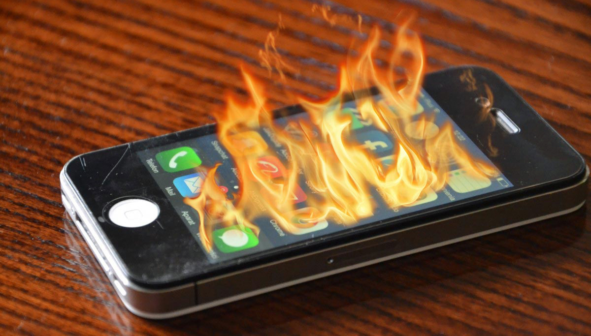 Handphone kebakar karena terlalu panas selalu digunakan