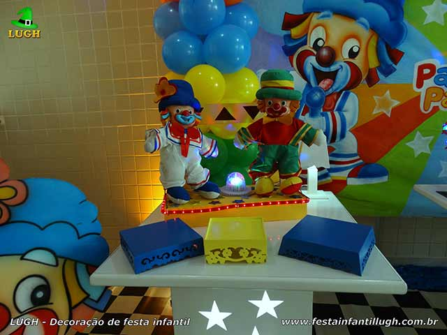 Decoração Patatí Patatá na mesa do bolo para cantar o parabéns