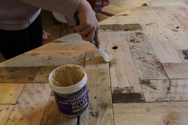 DIY Filling Gaps with a Natural Filler
