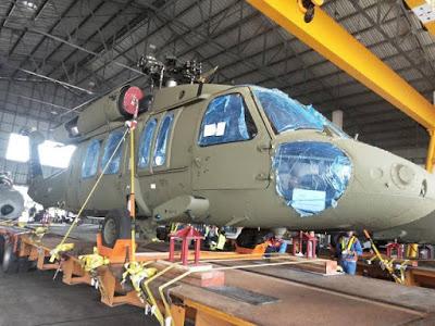 أميركا تعتزم بيع طائرات «بلاك هوك» إلى تايلاند Three%2BSikorsky%2BUH-60A%2BBlack%2BHawk%2BArrived%2Bin%2BThailand%2B3