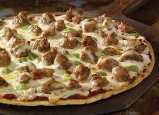 طريقة عمل البيتزا بالسجق بسهولة