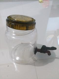 buat diy dispenser memanfaatkan toples bekas