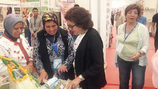 وزيرة الصناعة التقليدية تزور رواق جمعية عين سبو للنهوض بالمرأة