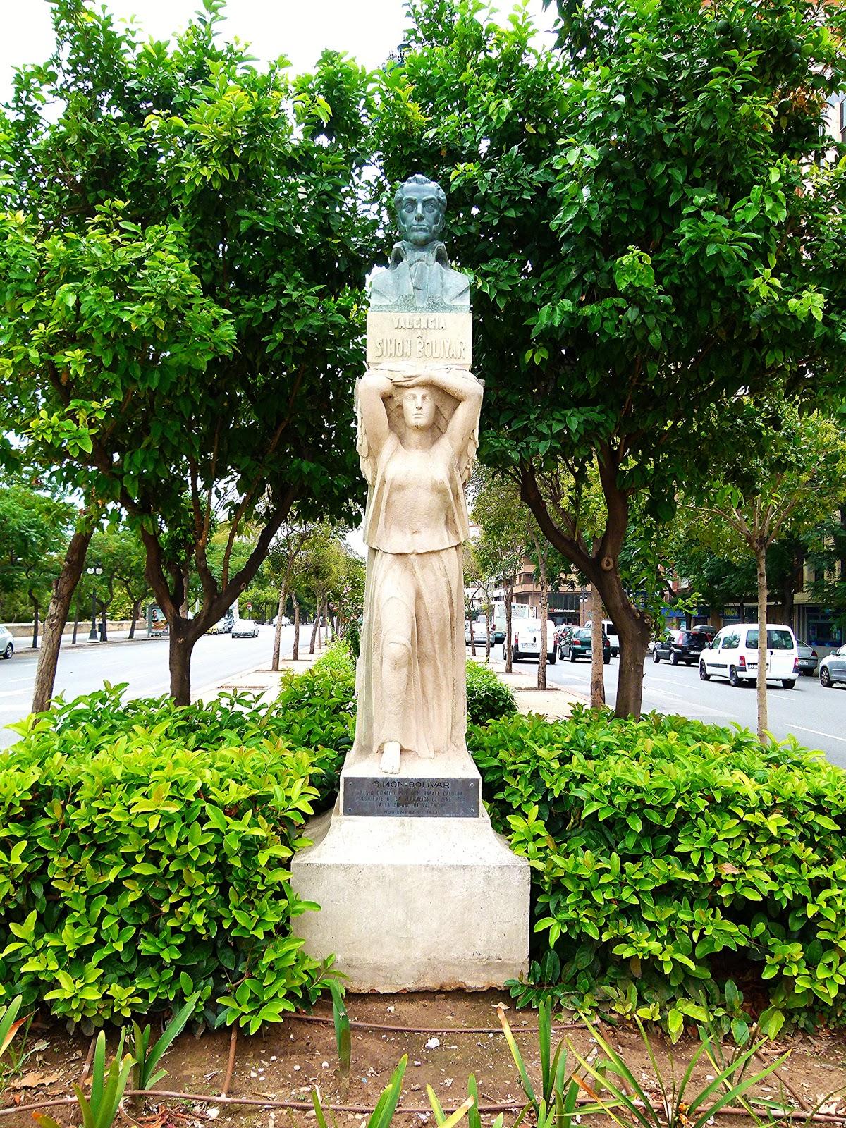 Imagen actual del conjunto escultórico dedicado al libertador Simón Bolivar en la plaza América de Valencia. Fotografía de http://agendacomunistavalencia.blogspot.com.es/