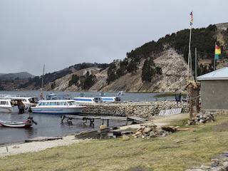Barcos aportados na Ilha do Sol.