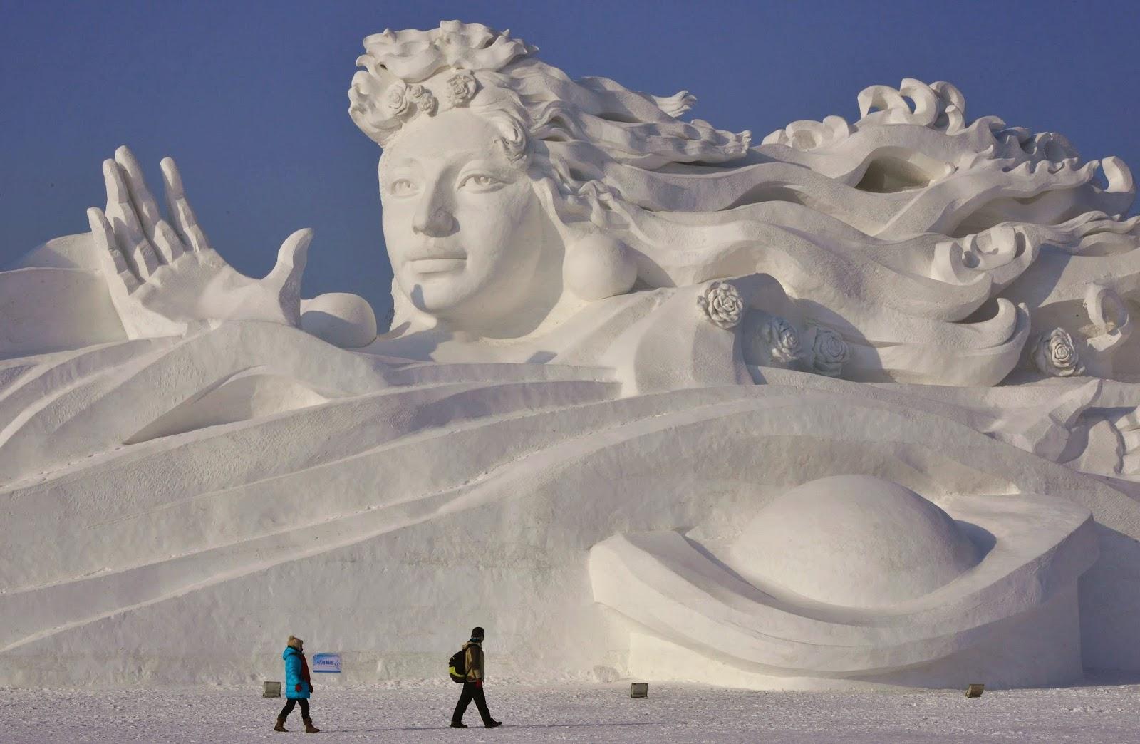 Harbin Ice Sculpture Festival randommusings.filminspector.com