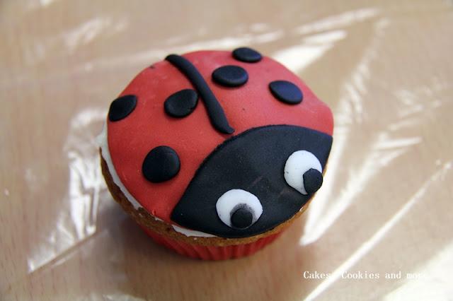 Marienkäfer Cupcake - ein Werk einer Schülerin