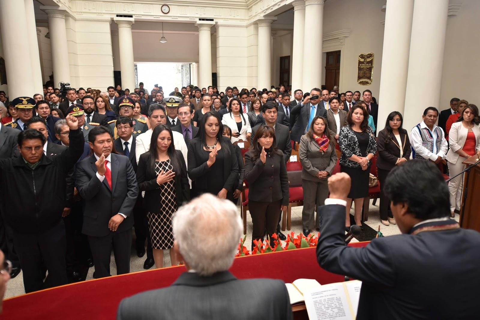 52 magistrados titulares y suplentes juraron ante Morales / ABI