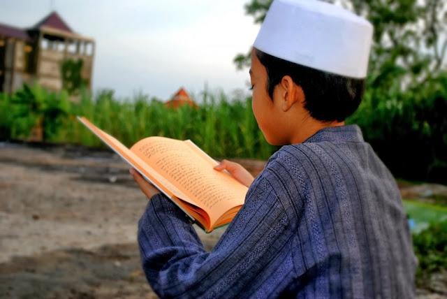 Bagaimana Hukumnya Mempelajari Agama Tanpa Didampingi Seorang Guru ?