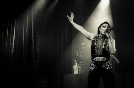 Millah lança CD produzido por DJ que remixou hits de Shakira