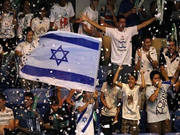 العلم الصهيوني يرفرف في سماء قطر
