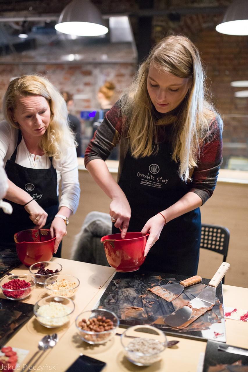 16 jak zrobić własną czekoladę jak powstaje tabliczka czekolady manufaktura czekolady warszawa łódź warsztaty piotrkowska 217 jak zrobić własne praliny temperowanie