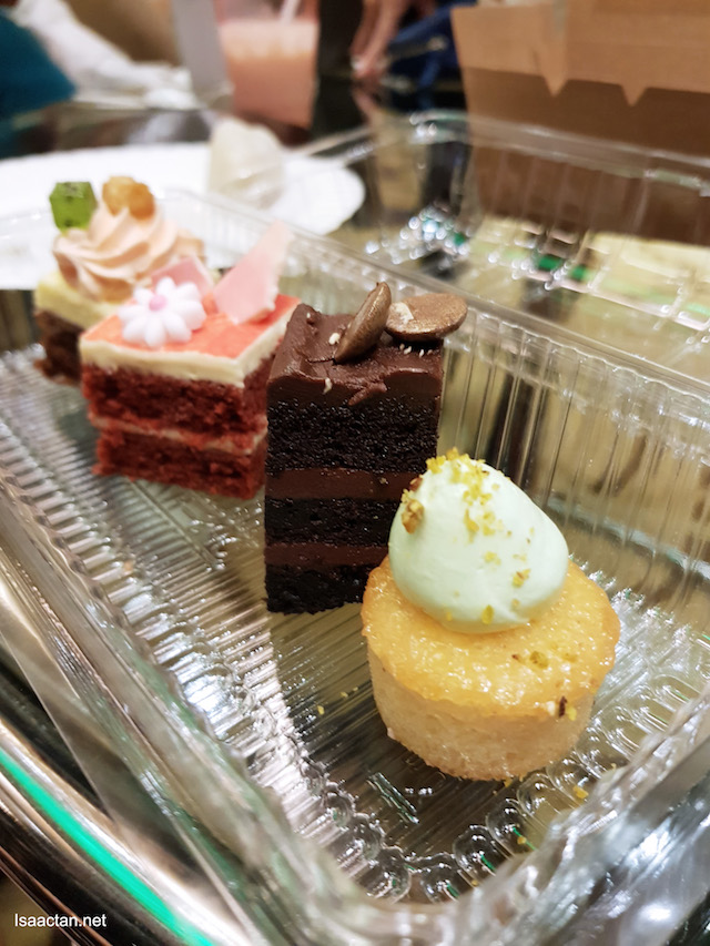 Cakes and desserts, it's compulsory to savour them!