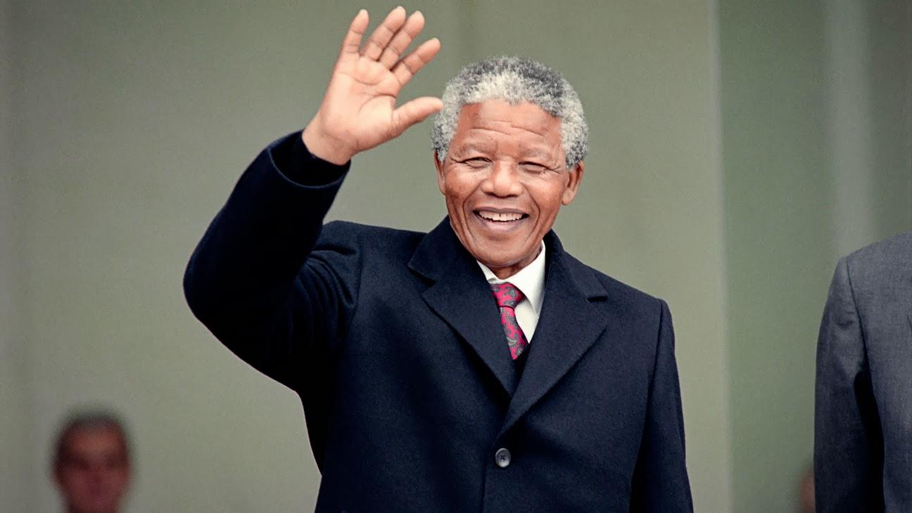 Nelson Mandela waving to mass