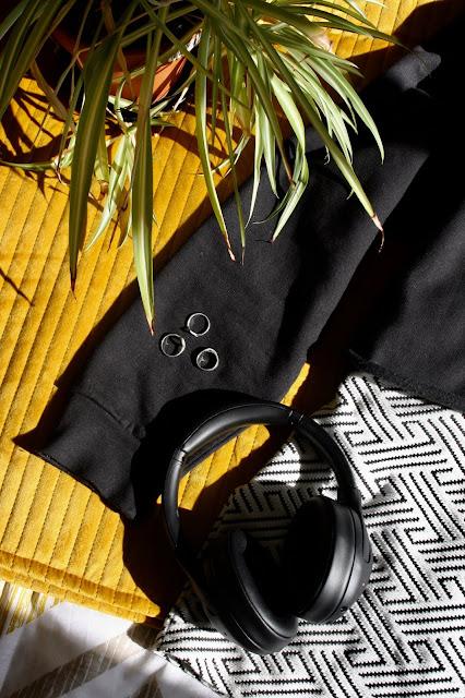 Femmeluxefinery.co.uk black cropped long sleeve jumper