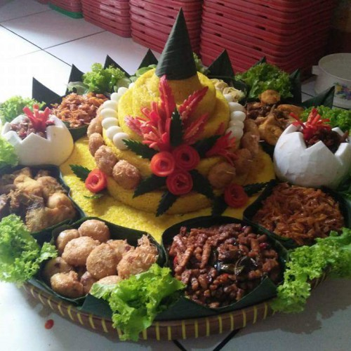 Pesan Nasi Tumpeng Kuning Catering Jakarta Barat