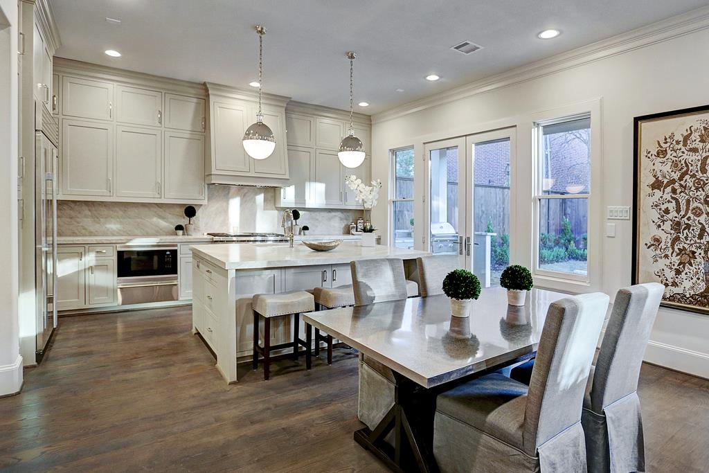 http://www.thedecordetective.com/2016/12/client-project-new-construction-staging.html#more