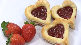 corazones de hojaldre rellenas de fresa