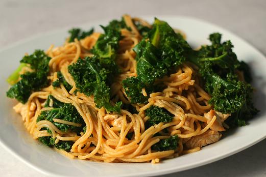 Pasta con pollo y kale cocina con clau - Cocinar col kale ...