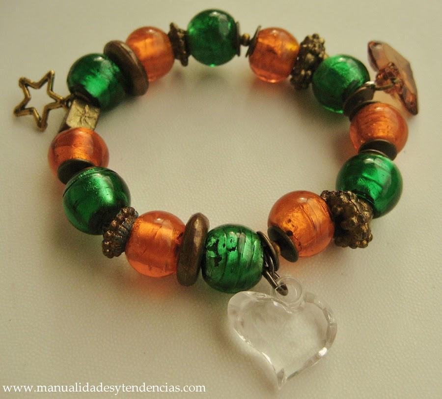 Pulsera de charms verde y naranja/ Charms bracelet