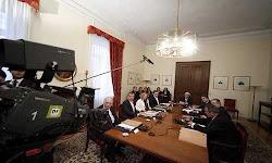 o-tsipras-kalei-politikous-arxhgous