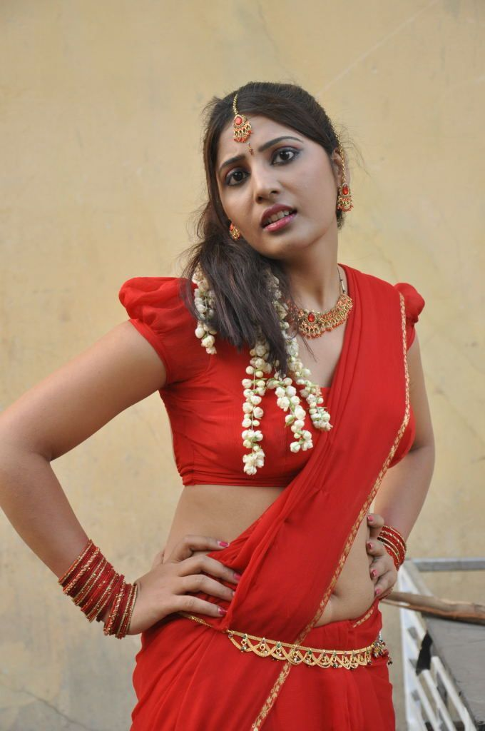 Tamil Movie Item Actress Reshmi Latest Spicy Stills Hot Cleavage Photos - H5 STARS