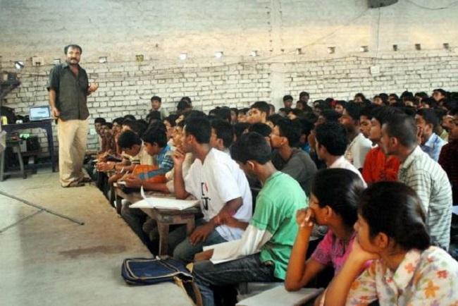 Anand Kumar teaching