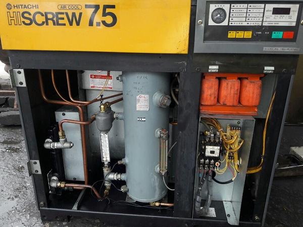 máy nén khí trục vít cũ ngâm dầu làm mát bằng gió