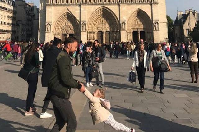 Βρέθηκαν ο άνδρας και το κοριτσάκι στην Παναγία των Παρισίων που «τρέλαναν» το διαδίκτυο