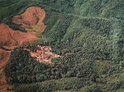 Foto Perkampungan terpencil di negara Laos