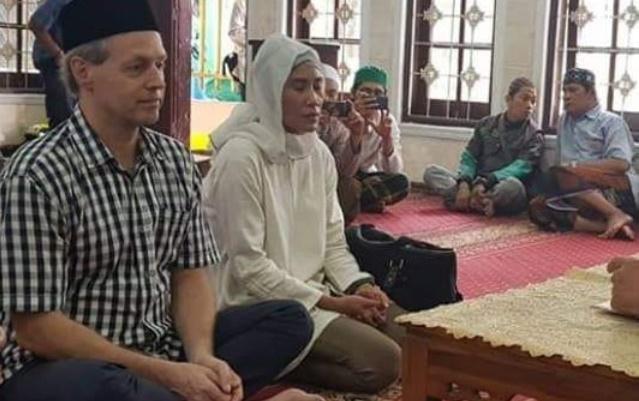 Masya Allah, Usai Hadiri Reuni 212, Warga Australia Satu Keluarga Masuk Islam