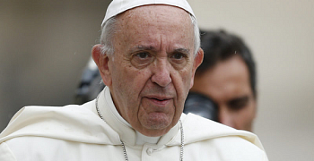 Pope says serpent temptation in Bible 'first fake news'