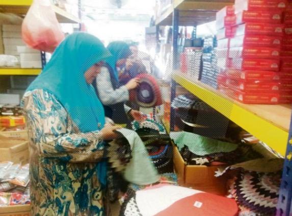 Alas kaki mengandungi ayat Al Quran dirampas di Johor Bahru