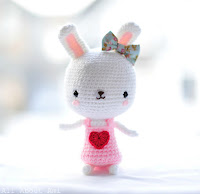 http://www.allaboutami.com/sweetheartbunnypattern/