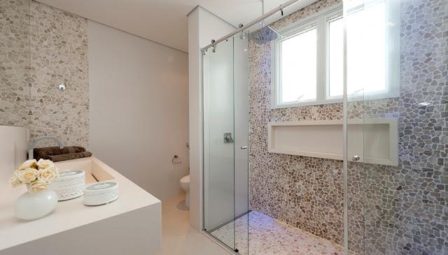 beach- house- bathroom