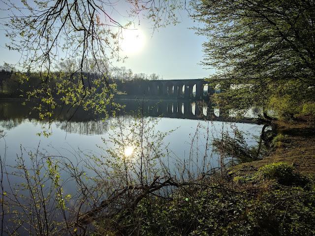 Das Viadukt über den Obersee in der Morgensonne