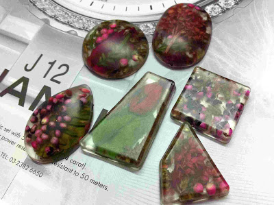 resin-nature-flower-potpourri-pendant