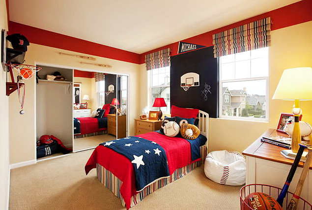 Desain dan dekorasi kamar tidur anak laki-laki bertema sport (olahraga) lengkap dengan berbagai aksesoris alat olahraga.