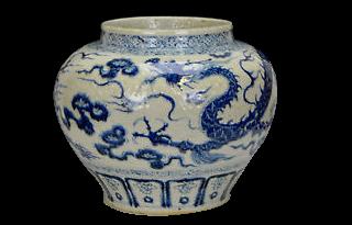 jarrón de porcelana blanca con pintura de dragón