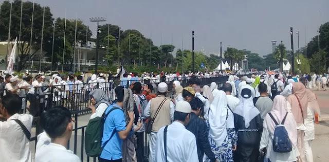 Tertib, Massa Kampanye Akbar Paslon 02 Rela Pulang Desak-desakan