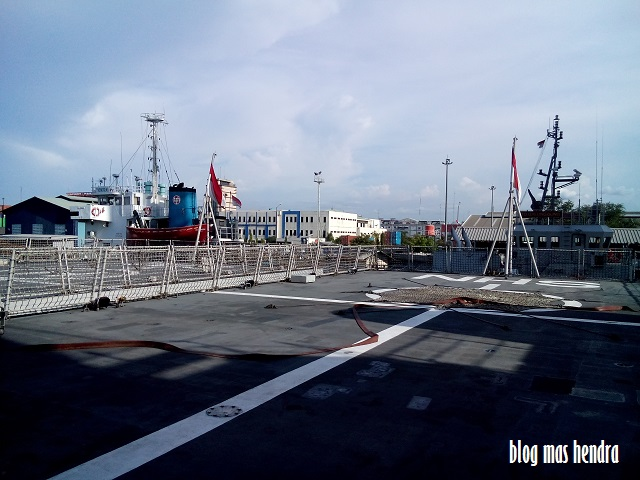 Helipad di KRI Sultan Hasanuddin - Blog Mas Hendra