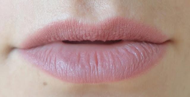 creion culoarea buzelor