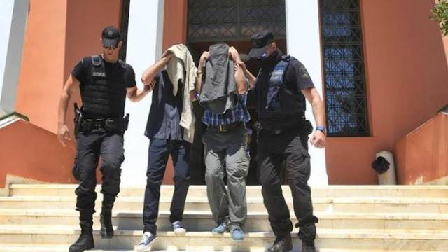 Οι 8 Τούρκοι και το εθνικό δίλημμα