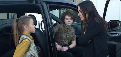 Olivia Edward (Duke), Hannah Alligood (Frankie) e Pamela Adlon (Sam) em Better Things