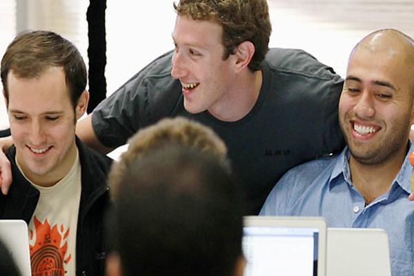 أسباب لا تعرفها جعلت من مارك زوكيربيرج رئيسا محبوبا لدى جميع موظفيه بشركة فيس بوك !
