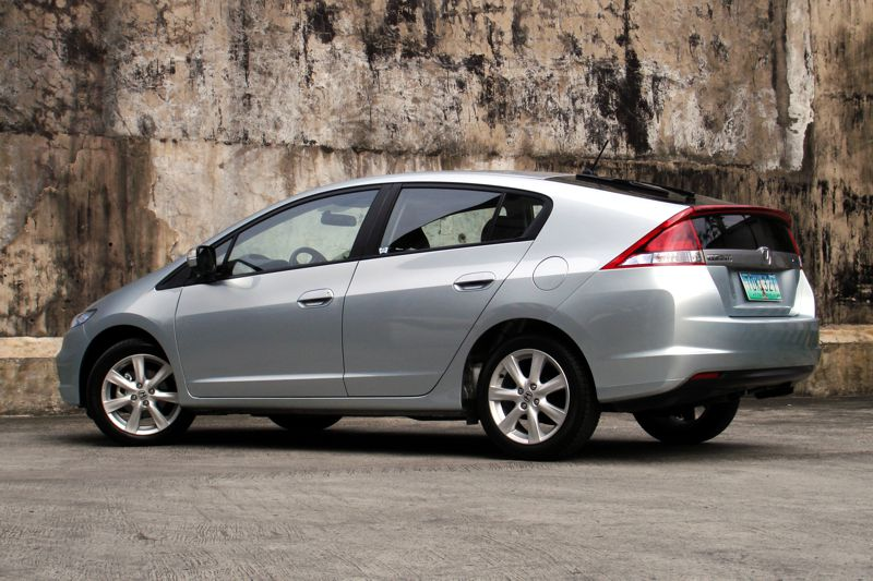 The Honda Insight Offers Best Method Roach To Engineering And Making A Gasoline Electric Hybrid Vehicle Comes Out Surprisingly