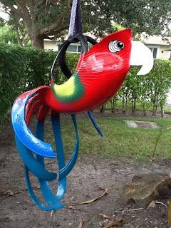 Papagayo elaborado con neumáticos.