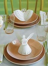 http://manualidadesnavidad.org/manualidades-de-navidad-angeles-para-decorar-la-mesa/